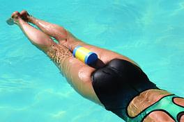 pull buoy entre les jambes pour le crawl