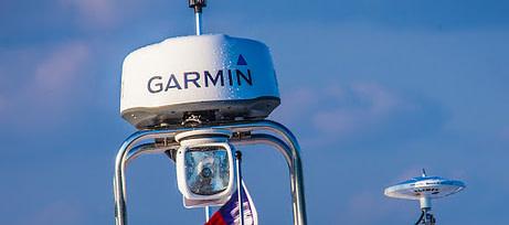 radar marine garmin installé sur un bateau